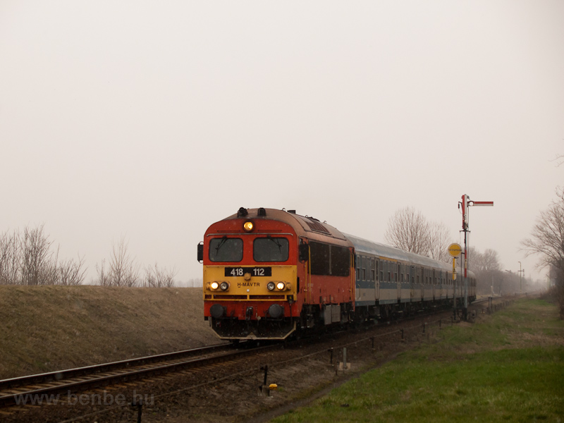 The MÁV-TR 418 112 seen between Mezőlak and Pápa photo