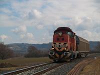 Az M43 1098-as érkezik tolatós tehervonatával Nagykapornakról Zalaszentivánba