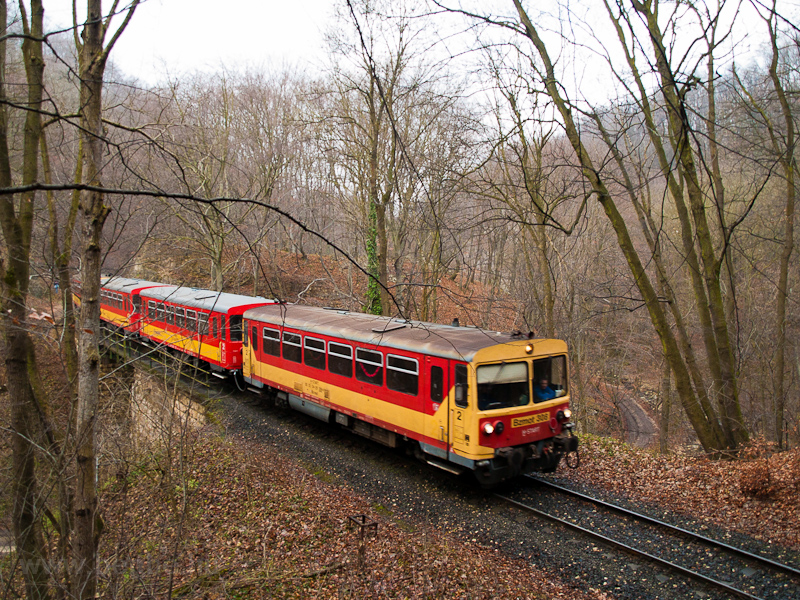 The MÁV-START Bzmot 308 seen between Vinye and Porva-Csesznek, now without passengers on the Gubányi Károly viadukt traversing the Cuha creek photo