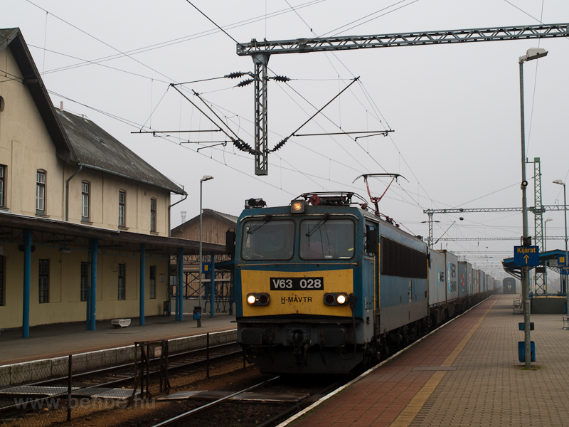 The MÁV-TR V63 028 seen at  photo