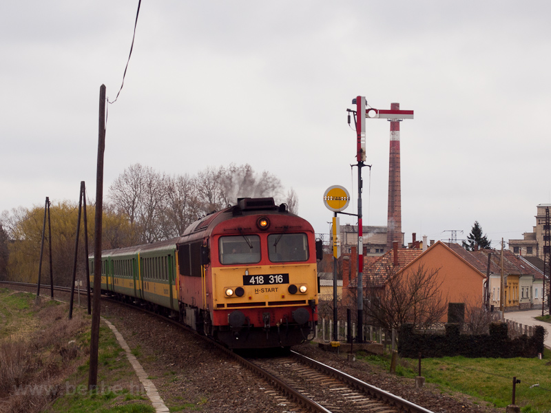 The MÁV-START 418 316 seen  photo