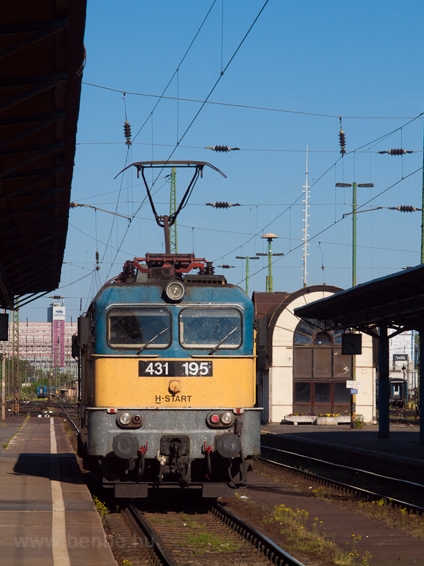 The MÁV-START 431 195 seen  photo