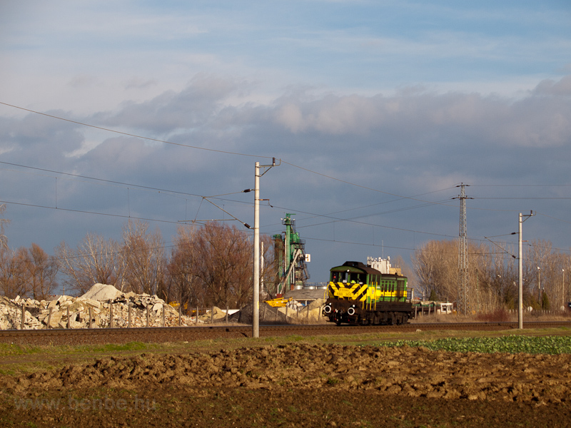 The GYSEV 448 305 seen between Farád and Csorna photo