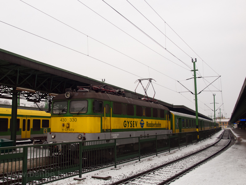The GYSEV 430 330 seen at S photo