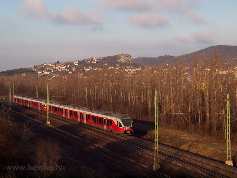 The MÁV-START 415 016 seen  photo