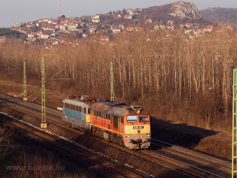 The MÁV-START 628 321 seen  picture