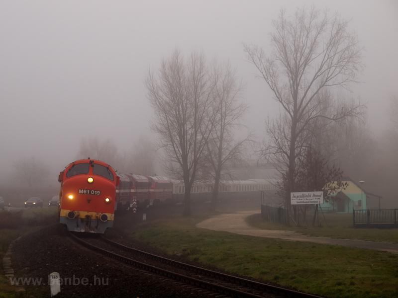 A MÁV-Nosztalgia kft. M61 019 Szepezdfürdő és Révfülöp között fotó