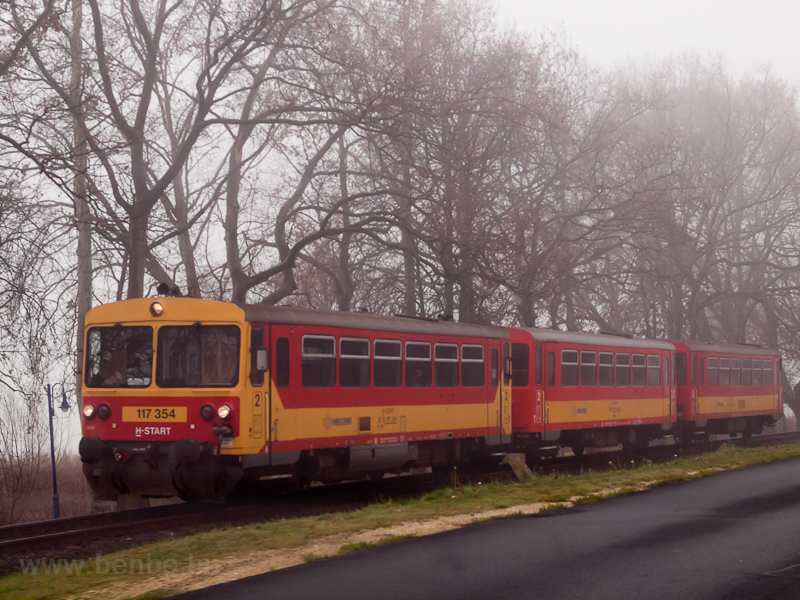 The MÁV-START Bzmot 354 see photo