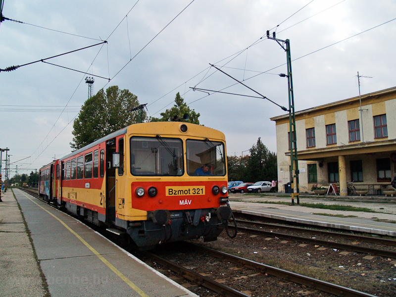 The MÁV Bzmot 321 seen at D photo