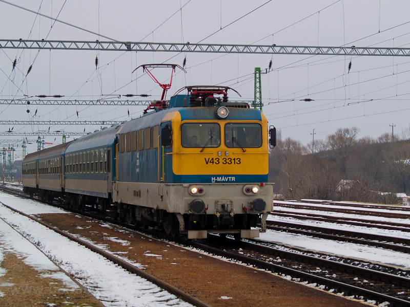The MÁV-TR V43 3313 seen at photo