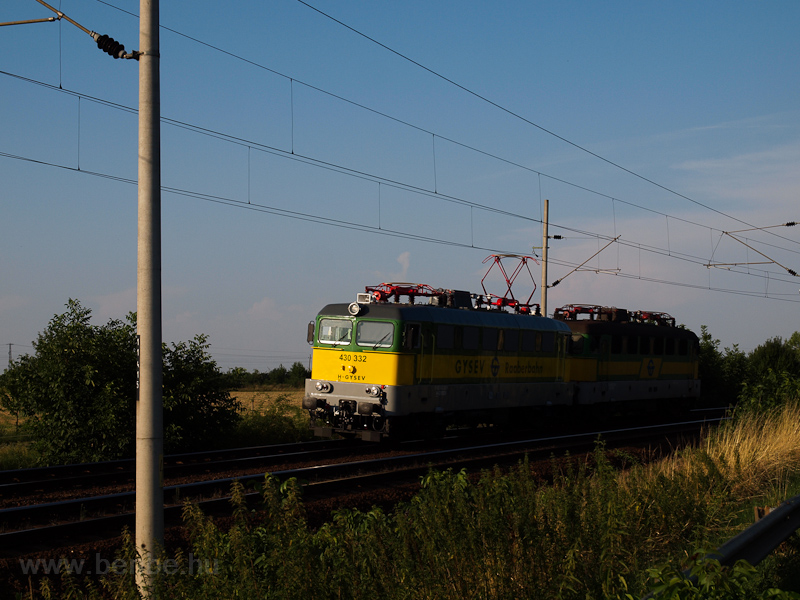The GYSEV 430 332 seen betw photo