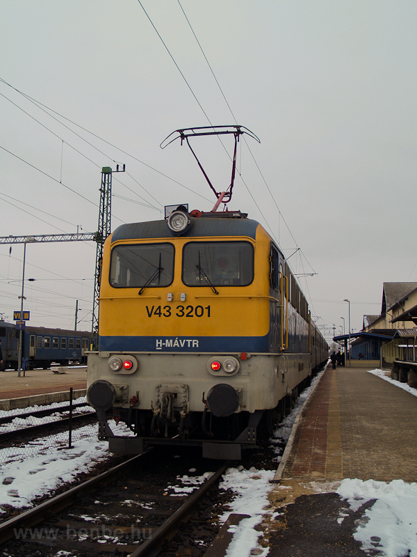 The MÁV-TR V43 3201 seen at photo