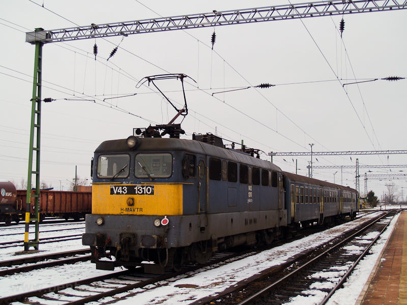 The MÁV-TR V43 0310 seen at photo