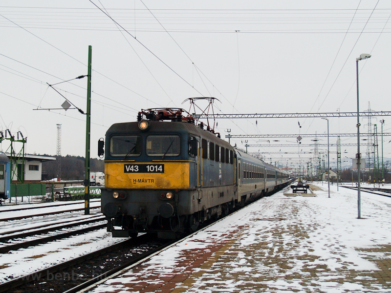 The MÁV-TR V43 1014 seen at photo