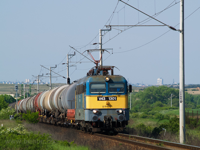 The MÁV-TR V43 1301 seen between Hajmáskér and Hajmáskér-Újtelep photo