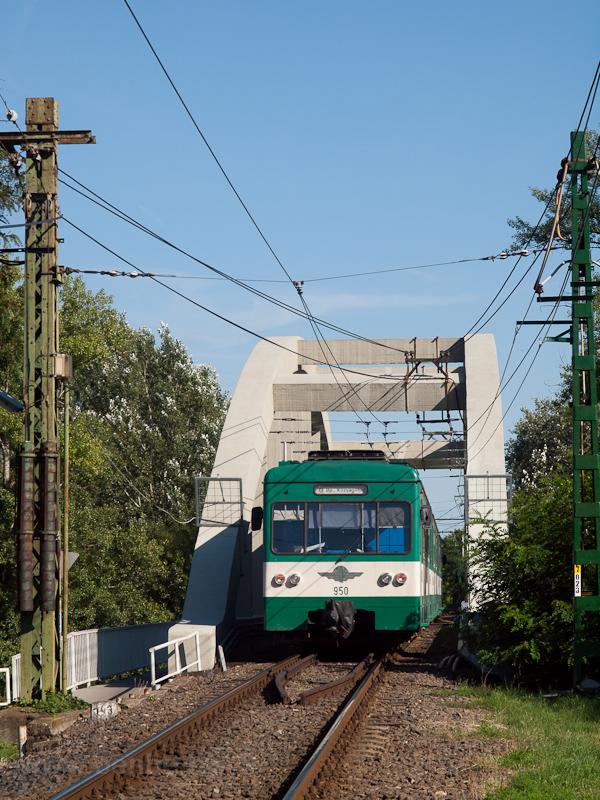 A BHÉV MX/A 950 Szigetszentmiklós és Dunaharaszti külső között a Ráckevei-Duna hídján fotó