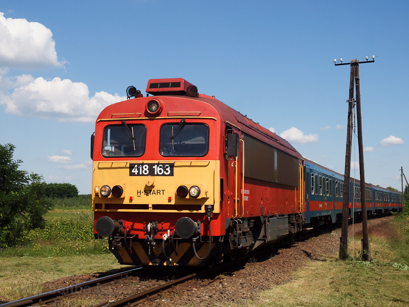 The MÁV-START 418 163 seen between Felsőpakony and Ócsa photo