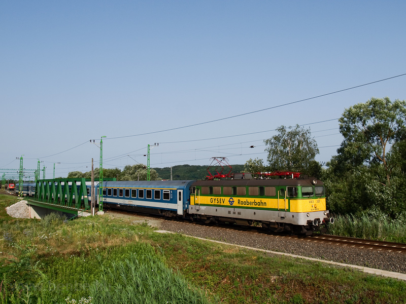 The GYSEV V43 325 seen between Szentgotthárd and Haris photo