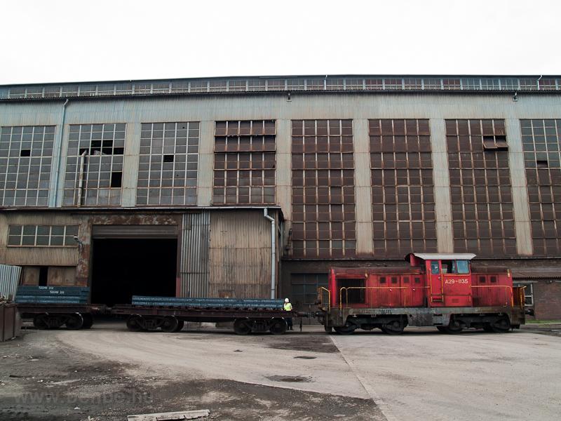 Az ISD Dunaferr A29 035 a lemezmegmunkálónál tolat fotó