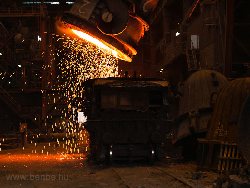 Emptying steel mill slag in a slag car at Dunaferr photo