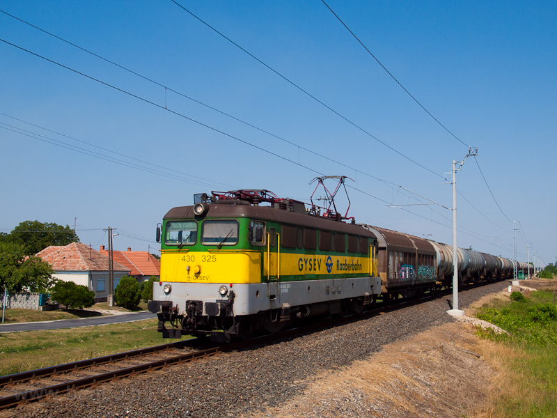 The GYSEV 430 325 seen betw picture