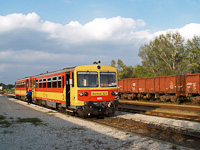 The MÁV Bzmot 321 seen at Paks