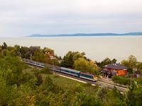 A MÁV-START 433 277 Balatonszárszó és Balatonföldvár között a magaspartról fotózva