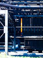A Dunaferr új kokszolóműje, az előtérben egy belső használatú vasúti kocsi