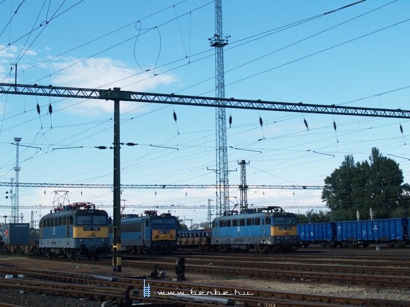 Zsúfoltság Kelenföldön: V43 1127, V63 045 és V43 1351 fotó