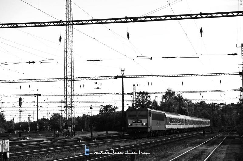 V63 152 gyorsvonatával Kelenföldre érkezik fotó