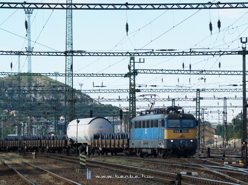 V43 1351 elindul Budapest-Kelenföldről fotó