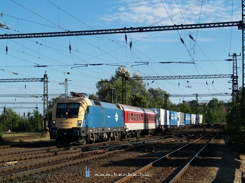 1047 002-9 Ro-La vonattal Kelenföldön fotó