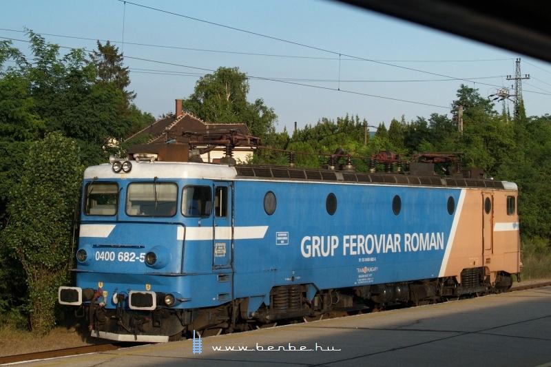 A Grup Feroviar Roman (GFR) Train-Hungary által üzmeletetett 0400 682-5 pályaszámú Csaurusza Biatorbágy állomáson fotó