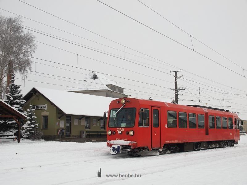 Az ÖBB 5090 007-5 pályaszámú 760 mm nyomközű motorkocsija Ober Grafendorfban fotó