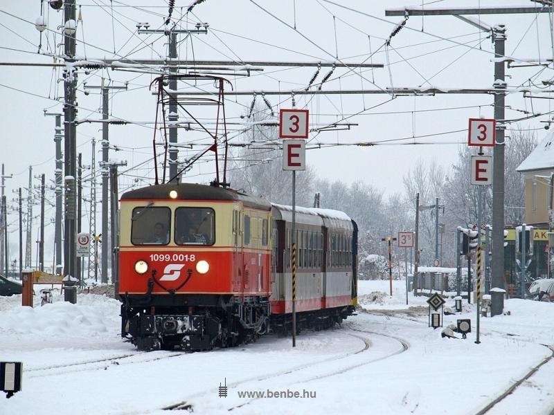 Az ÖBB 1099 001-8 pályaszámú ős-villanymozdonya Ober Grafendorf állomáson fotó