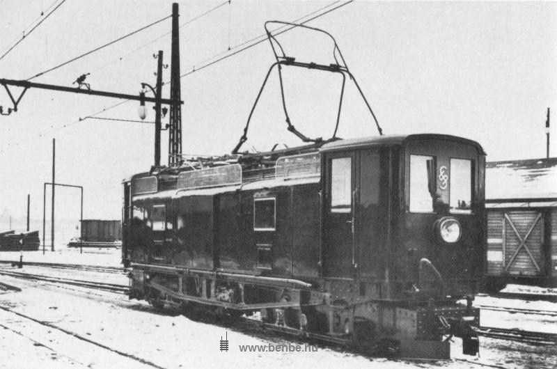 Electric locomotive E1 of the Niederösterreichischen Landesbahnen at St. Pölten Alpenbahnhof photo