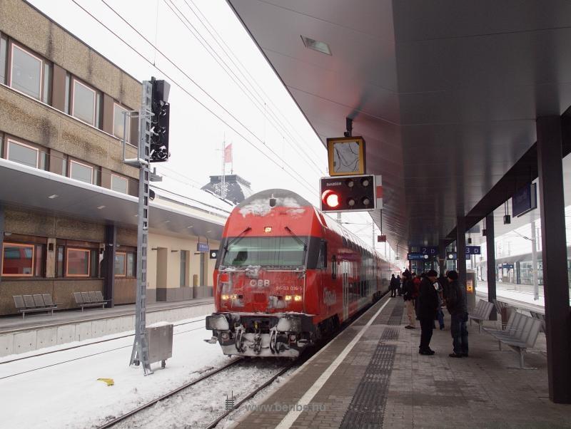 Az ÖBB 86-33 016-5 pályaszámú emeletes vezérlőkocsija St. Pölten Hauptbahnhofon fotó
