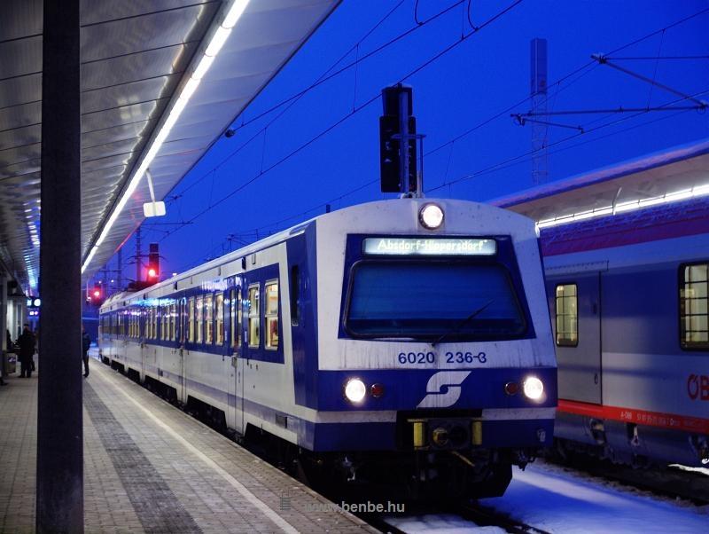 Az ÖBB 6020 236-3 pályaszámú motorvonati vezrélőkocsi Wien Meidling / Philadelphiabrücke állomáson fotó