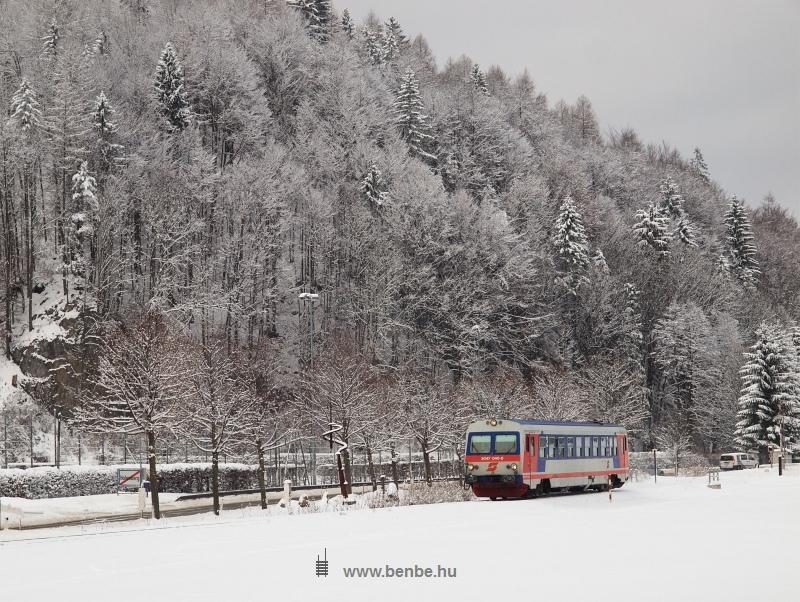 Az ÖBB 5047 040-0 pályaszámú motorkocsija egyedül halad Furthof és Hohenberg között fotó