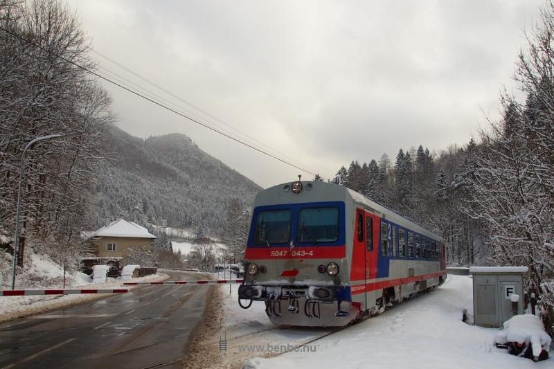 Az ÖBB 5047 043-4 pályaszámú motorkocsija Innerfahrafeld és Freiland között fotó