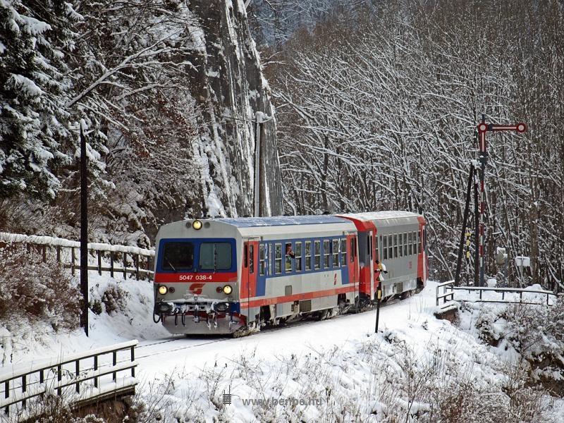 Az ÖBB 5047 038-4 Freiland csinos alak bejárati jelzőjénél fotó