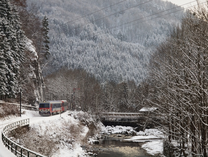 The ÖBB 5047 038-4 is leaving Freiland photo