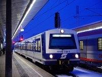 Az �BB 6020 236-3 p�lyasz�m� motorvonati vezr�lőkocsi Wien Meidling / Philadelphiabr�cke �llom�son