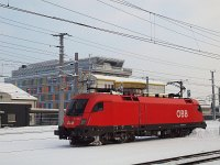 The ÖBB 1016 016-6 passing station St. Pölten alone with the modern Stellwerk in the background