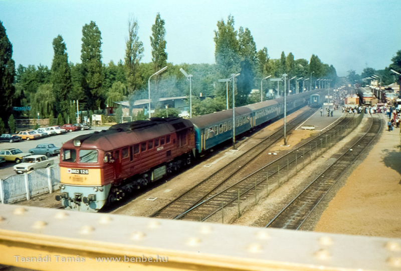 The M62 126, an M40 light main line passenger diesel and two MDmot lightweight trainsets at Fonyód station, before the modernisation of the line in the 80s-90s photo