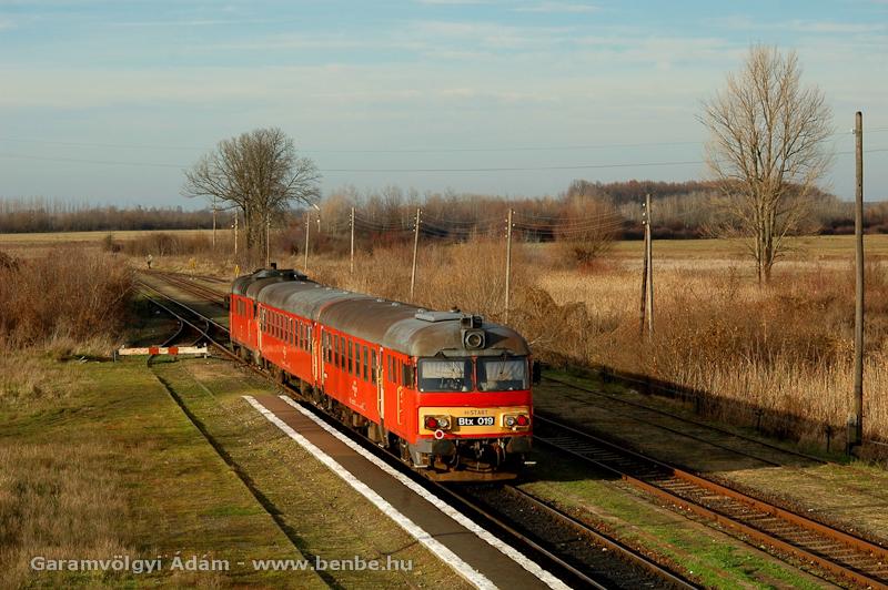Btx 019 egy téli délutánon elindul Nagykerekiből fotó