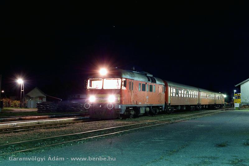 Az MDmot 3022 a sárándi éjszakában fotó