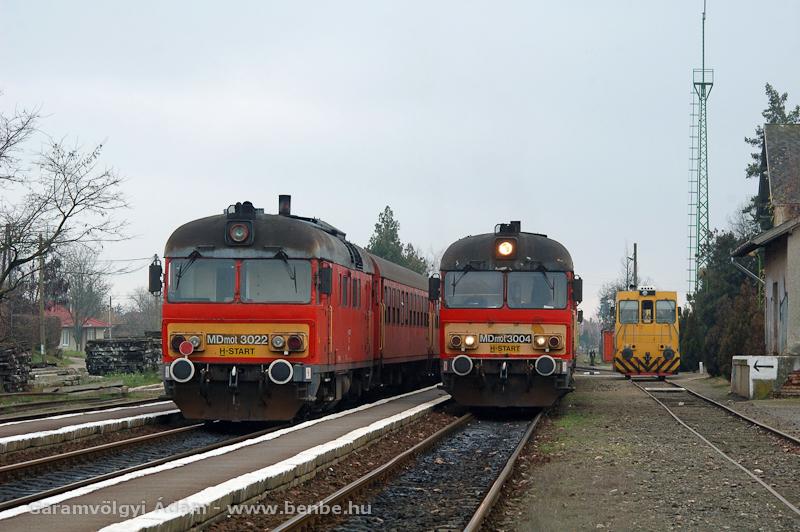 Az MDmot 3022 és MDmot 3004 egy UDJ-vel Sárándon fotó