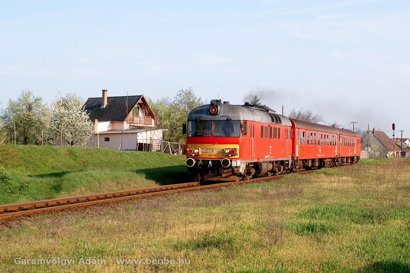 Az MDmot 3005 Sárándról indul Debrecen felé fotó