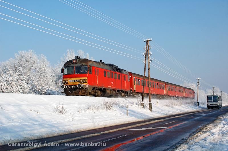 Az MDmot 3003-Btx 016 motorvonat Tiszafüred és Poroszló között a trains.hu búcsúvonatozáson fotó